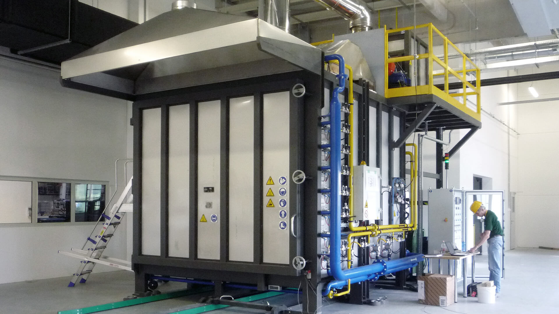 Forno industriale per Chamber Furnace with  stacker truck for loading/unloading | Pagnotta Termomeccanica