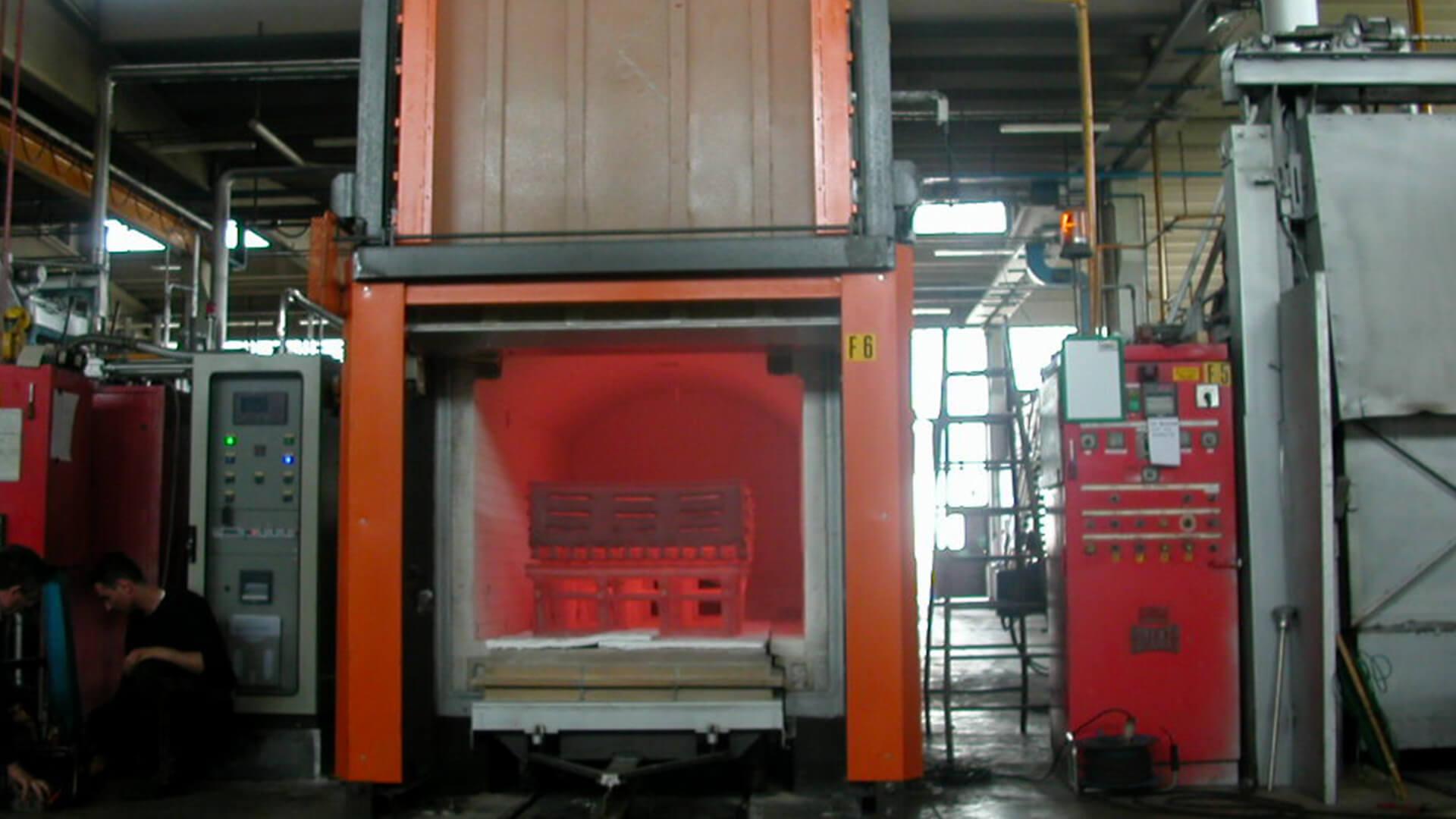 Forno industriale per Forno a gas per tempra acciai con spegnimento in acqua/olio | Pagnotta Termomeccanica