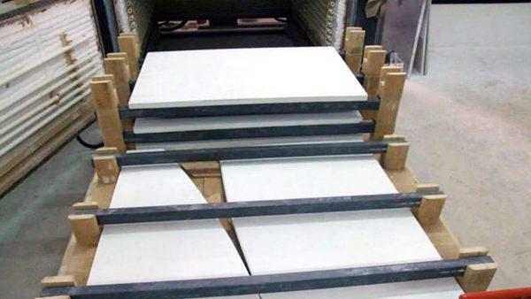 Carico tavoli e lastre in pietra con barre SiC e colonne in cordierite | Pagnotta Termomeccanica