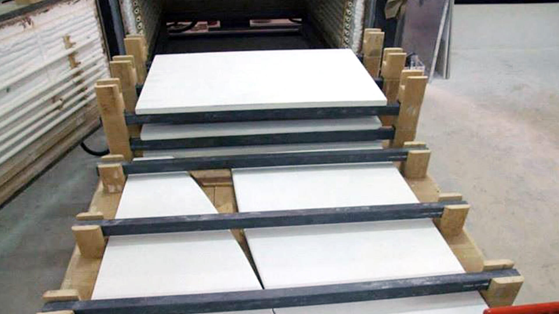 Forno industriale per Carico tavoli e lastre in pietra con barre SiC e colonne in cordierite | Pagnotta Termomeccanica