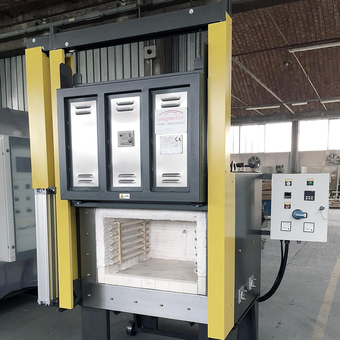 Forno industriale per Forno elettrico da tempra con porta verticale a ghigliottina | Pagnotta Termomeccanica