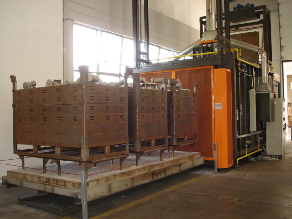Gas furnace for sand removing from aluminum castings | Pagnotta Termomeccanica